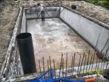 Aanleg drainage met pompput in betonbak voor zwembad